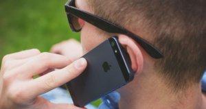 Temporrstellen für mehr Flexibilität - Mann am iPhone